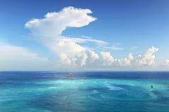 Mare caraibico con le nubi Immagine Stock