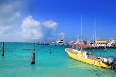 Mare caraibico del turchese delle barche di Isla Mujeres Messico Fotografie Stock