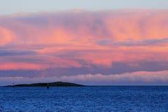 Mare, cielo di tramonto e nubi Fotografie Stock