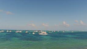 Mare con gli yacht sulla cima Immagine Stock