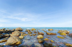 Mare con la pietra. Fotografie Stock