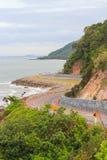 Mare costiero della strada alla baia di Khung Viman Immagini Stock Libere da Diritti
