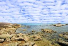 Mare costiero. Rocce sotto l'acqua Immagine Stock Libera da Diritti