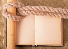 Mare del nodo e vecchio libro Immagine Stock