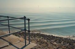 Mare del Nord calmo a mezzogiorno fotografia stock