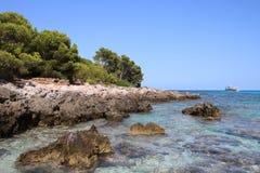 Mare dell'acqua pulita a Cala Agulla, Spagna Fotografia Stock Libera da Diritti