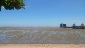 Mare della costa e sfondo naturale del cielo blu Fotografia Stock Libera da Diritti