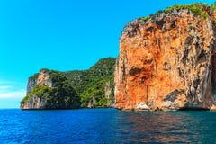 Mare delle Andamane Krabi di Phi Phi Islands della baia di maya, a sud della Tailandia immagini stock libere da diritti