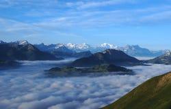 Mare delle nubi nelle alpi Fotografie Stock