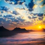 Mare delle nuvole su alba Immagini Stock Libere da Diritti