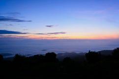 Mare di foschia su alba. Vista dall'alta montagna Immagine Stock Libera da Diritti