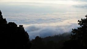 Mare di foschia su alba. Vista dall'alta montagna Fotografie Stock