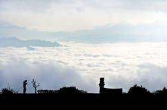 Mare di foschia su alba. Vista dall'alta montagna Fotografia Stock