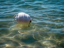 Mare di galleggiamento della boa bianca Immagine Stock