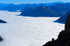 Mare di nebbia sopra il lago Lucerna Fotografia Stock