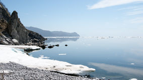 Mare di Okhotsk della costa del nord immagine stock