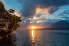 Mare di panorama al tramonto Immagine Stock