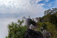 Mare di stupore della Tailandia di foschia all'unità di elaborazione Pha Daeng, provincia di Lampang, Tailandia di Wat Prajomkla immagini stock libere da diritti
