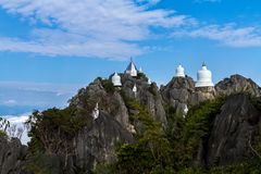 Mare di stupore della Tailandia di foschia all'unità di elaborazione Pha Daeng di Wat Prajomklao Rachanusorn Wat Phrabat fotografia stock