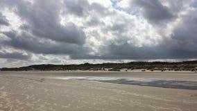 Mare di tempesta di autunno della nuvola della spiaggia Fotografie Stock Libere da Diritti
