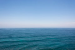 Mare e cielo blu Immagini Stock