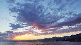 Mare e cielo di Sunser stock footage