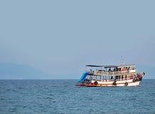 Mare e cielo di viaggio della barca a vela in Tailandia Immagine Stock
