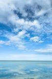 Mare e cielo luminoso Fotografia Stock Libera da Diritti