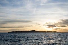 Mare e fondo di tramonto fotografie stock libere da diritti
