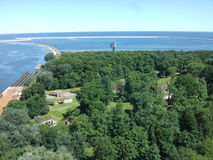 Mare e foresta del cie del› di ÅšwinoujÅ in Polonia fotografie stock libere da diritti
