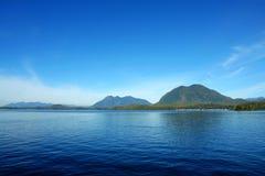 Mare e montagne Fotografie Stock Libere da Diritti