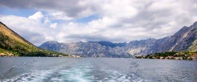 Mare e montagne Immagini Stock