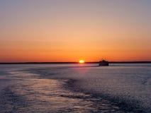 Mare e nave di Sun Fotografia Stock Libera da Diritti