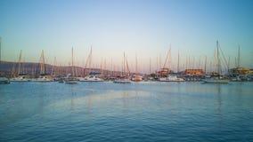 Mare e navi blu a Leucade fotografie stock libere da diritti