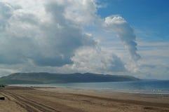 Mare e nubi della sabbia della Scozia della spiaggia di Girvan Immagini Stock