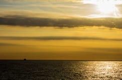 Mare e nuvola di Sun Fotografie Stock