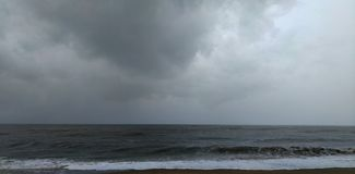 Mare e nuvola nera Fotografia Stock Libera da Diritti