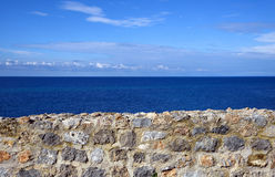 Mare e parete di pietra Immagine Stock Libera da Diritti