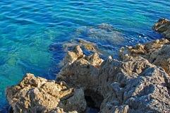 Mare e rocce Immagini Stock