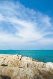 Mare e rocce blu Fotografie Stock