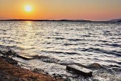 Mare e rocce di tramonto Fotografia Stock Libera da Diritti