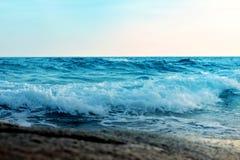 Mare e sabbia e bello cielo un giorno di rilassamento, brezza fresca immagine stock