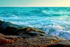 Mare e sabbia e bello cielo un giorno di rilassamento, brezza fresca fotografia stock