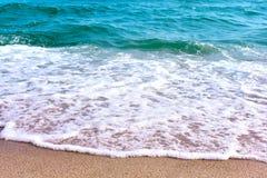 Mare e sabbia e bello cielo un giorno di rilassamento, brezza fresca fotografia stock libera da diritti