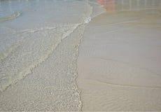 Mare e spiaggia nella festa in cui luce del giorno Fotografie Stock Libere da Diritti