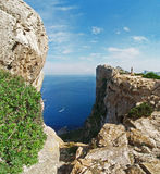 Mare fra le rocce. fotografia stock libera da diritti