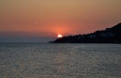 Mare ionico al tramonto immagini stock