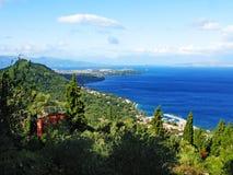 Mare ionico del paesaggio della costa sull'isola di Corfù immagine stock