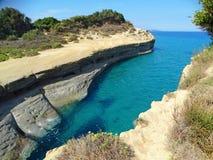 Mare ionico del paesaggio famoso della spiaggia di Sidari sull'isola di Corfù immagine stock libera da diritti
