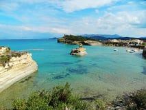 Mare ionico del paesaggio famoso della spiaggia di Sidari sull'isola di Corfù immagini stock